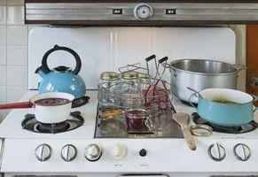 Hvordan du rengjør en porselensemalje platetopp