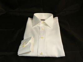 Fjerne gule flekker på hvit skjorte
