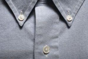 Hvordan få en fet Stain Ut av en kjole skjorte