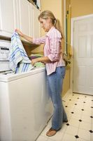 Kan jeg vaske klærne i kaldt vann samt varm eller varm?