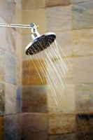 Slik feilsøker et plutselig tap av trykk i dusjen