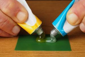 Hva er forskjellen mellom Epoxy & Super Glue?