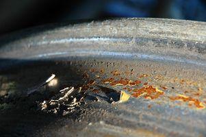 Hvordan Clean Rust Ut av et Pan