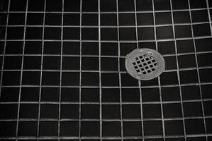 Slik fjerner Såpe Scum Fra en Tile Shower Floor
