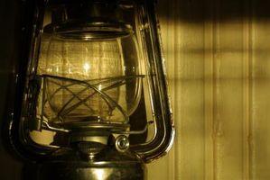 Hvordan rengjøre en lampeoljeutslipp