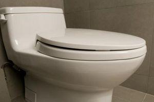 Slik feilsøker en Kohler Low-Flow Toalett som ikke vil Flush
