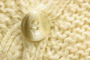 Hvordan få en møllkule lukten ut av Sweaters