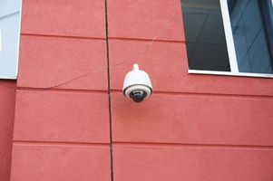 Hvordan koble en ADT Hjem Alarm til trådløst internett