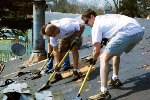 Taket reparasjonsprosessen
