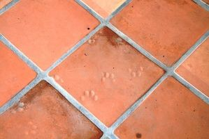 Slik fjerner Carpet Glue fra Tile