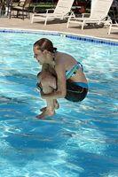 Hvordan å hoppe inn i et svømmebasseng