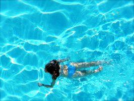 Hva Kjemikalier kan skade en over bakken pool?