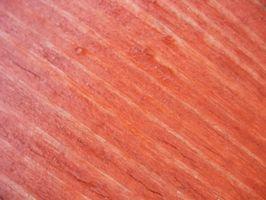 Slik fjerner du flekker fra Wood Med Bleach