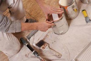 Slik fjerner tørket Latex Paint Fra Wood Stain