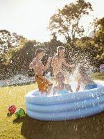 Hvordan å reparere et hull i en Kiddie Pool
