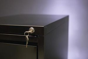 Slik installerer en Steelcase File Cabinet Lock Kit