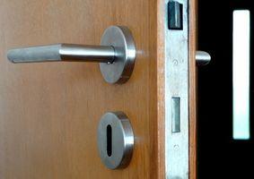 Slik fjerner Interior dørhåndtak