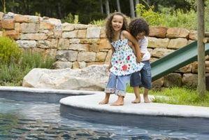Hvordan å rense en Aboveground Pool sikkerhet Cover