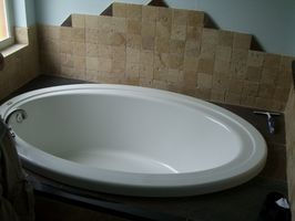 Hvordan å rense en gulnet Akryl Tub