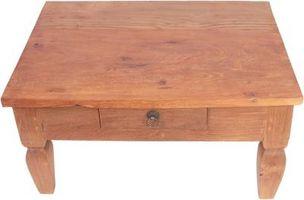 Hvordan du rengjør gamle flekker Av en Knotty Pine Table