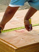 Hvordan Fest Plywood Underlayment