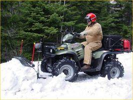 Hvordan bruke en ATV i snørydding