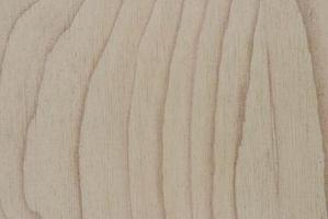 Hvordan å holde en Plywood Tabletop Fra Bøye
