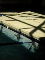 Hvordan Recaulk Pool Mestring