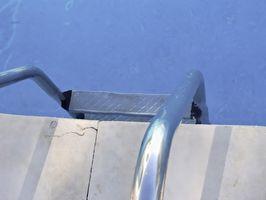 Hvordan holde en inground basseng Stengt i sommer