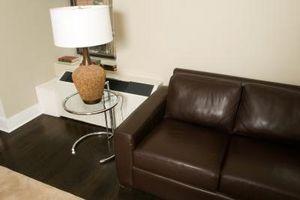 a2d95aa3 Leather elementer er generelt dyrt, og du må ta skikkelig vare på det for å  holde skinn ser sitt beste. Skinn er et populært valg for møbler og klær.