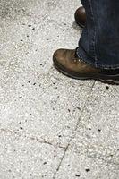 Hva Kjemikalier bruker du for å få limet av av et betonggulv?