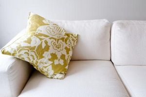 Hvordan fjerne stearin fra sofa