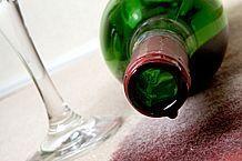 Slik fjerner Red Wine Flekker fra Fabric