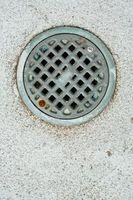 Hvordan bryte betong rundt en Drain