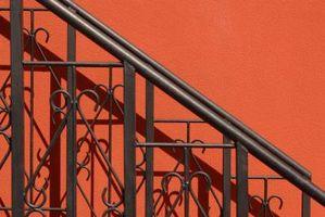 Hvordan erstatte Metal Porch Rekkverk i Concrete