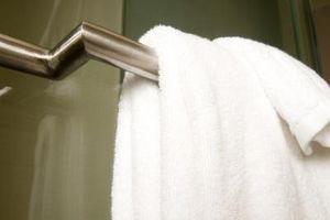 Hvordan Juster hengslene på en dusj dør