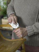 Hvordan å reparere en Aceton Stain på Pecan Furniture