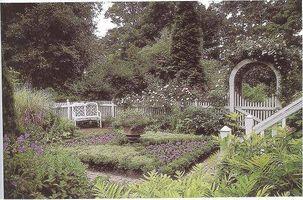 Hvordan velge en Fence stil for en hage