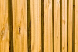 Cedar Fence Installasjonsinstruksjoner