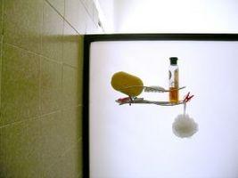 Hvordan du rengjør Rubber Seal Rundt dusj dører
