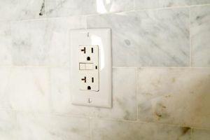 Hvordan fikse en brent ut Wall Outlet