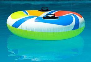 Hva er de svarte flekker på My Pool Liner?
