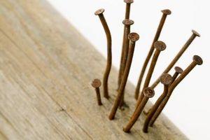 Slik fjerner Rusted Nails Fra Deck