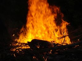 Hvordan bygge en brann gropen med Behandler
