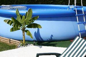Hvordan ta ned en runde over bakken svømmebassenget