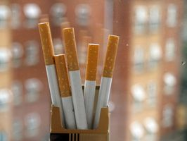 Slik fjerner nikotin flekker av plast
