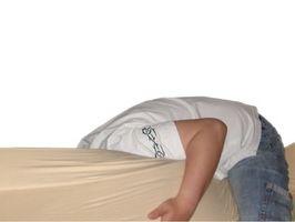 Slik fjerner Vomit flekker fra en madrass