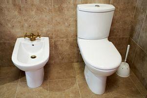 Hvordan å rense en Low-Flow Toalett