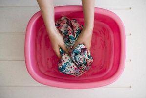 Hvordan Håndvask en skjorte med stoff lim på den