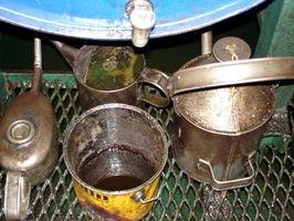 Hvordan å rense en Oil Tank